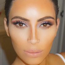 用阴影粉就能画出Kim Kardashian一样的完美高鼻梁