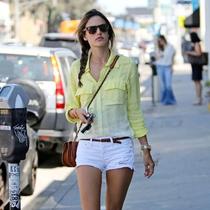 穿出多彩春日,好莱坞女星的衬衫Style