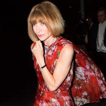 《Vogue》杂志美国版主编安娜•温图尔穿着Gucci 2015秋冬系列