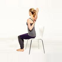 办公桌前可以完成的5个瑜伽动作 帮你缓解肩颈酸痛