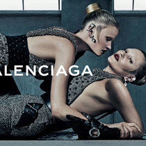 BALENCIAGA携手Kate Moss和Lara Stone拍摄2015秋冬女装广告
