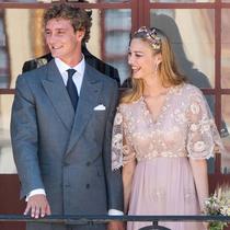 谁说婚纱一定要穿白色?她们都选择了彩色