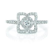 戴比尔斯钻石珠宝(DE BEERS DIAMOND JEWELLERS)致臻钻饰闪耀浪漫七夕情人节