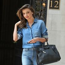 一件牛仔衬衫的23种时髦态度