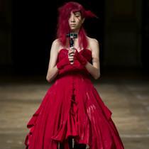Yohji Yamamoto - 破碎的裙撑