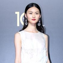 中国超模贺聪现身VOGUE十周年盛典