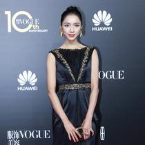 芭蕾舞蹈家侯宏澜现身VOGUE十周年盛典