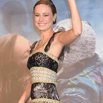 影后Brie Larson搭配Roger Vivier高跟鞋出席《Room》首映