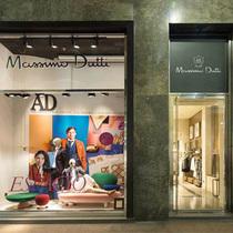 Massimo Dutti 2016米兰家具展携手西班牙版《AD》杂志在店铺橱窗展示设计与时装