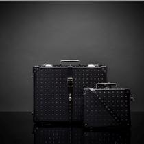 Alexander McQueen与Globe-Trotter携手呈献两款全球独家时尚行李箱