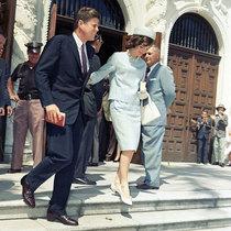 杰奎琳·肯尼迪:最美第一夫人的时尚瞬间