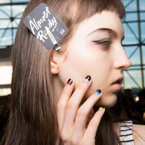 纽约时装周上的美甲潮流,看这一条就够了-彩妆