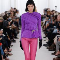 #Suzy巴黎时装周   Balenciaga:迷恋往昔