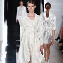 #Suzy巴黎时装周 Yudashkin:留在家中