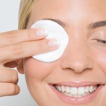 不卸妆就睡觉究竟会为你的皮肤带来哪些隐患