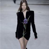 Suzy巴黎时装周:Saint Laurent的性感冲击