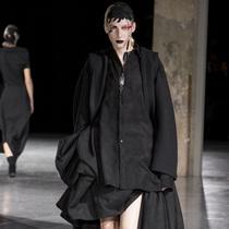Suzy巴黎时装周:日本设计,非凡创意