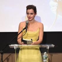 英国演员Emma Watson身穿Dior迪奥二零一七春夏高级定制系列