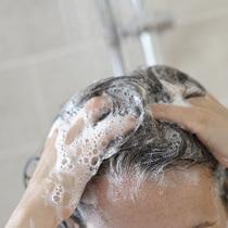 每周去角质护理时 千万别忘了清洁头皮