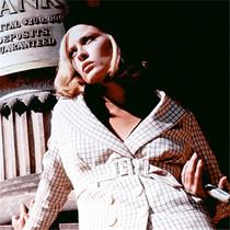 每个银幕女神,都有一件经典款大衣