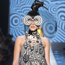 #SuzyCouture: Pierre Cardin as Living Legend-Suzy Menkes专栏