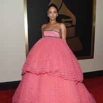 30岁了,Rihanna的红毯女神造型依旧无人能敌