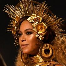 Beyonce在舞台上最酷炫的11个发型-美发