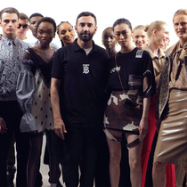 #SuzyLFW Burberry: Riccardo Tisci's Playful But Respectful Approach-Suzy Menkes专栏