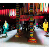#SuzyNYFW: New York Fashion: A Vivid Vision For Dark Times-Suzy Menkes专栏