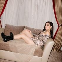 现场直击:歌手Mabel为出席Dior迪奥?#39318;?#27966;对做准备-品牌新闻
