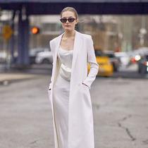 春天的高质感从缎面裙开始-时尚街拍