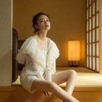李沁身着Philosophy di Lorenzo Serafini出席日本雪肌精活动-品牌新闻