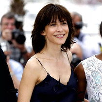 这个法国女人52岁了,活在爱里的她一直很美-明星