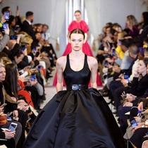 为何晚礼服和运动鞋(再次)成为潮流-时尚圈