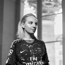 Nike 最新系列经女性之手,为女性创作 Nike 召集四位顶尖女性街头服饰设计师创作全新系列-衣Q进阶