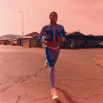 "Nike与Virgil Abloh合作推出""Athlete in Progress""系列,赞颂女性跑者坚毅力量-品牌新闻"