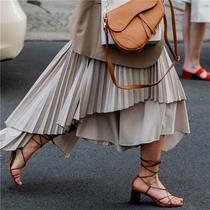 Vogue直击夏日街头风尚:绑带凉鞋-新宠