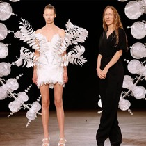 #SuzyCouture: Iris van Herpen – Lightness Is All-Suzy Menkes专栏