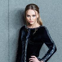 莉莉-罗丝?德普Lily-Rose Depp谈论时尚、电影,以及与蒂莫西?柴勒梅德Timothée Chalamet的合作 -星话题