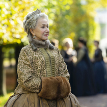 来见见最新热门皇家系列剧《凯瑟琳大帝》(Catherine the Great)幕后的服装设计师 -时尚圈