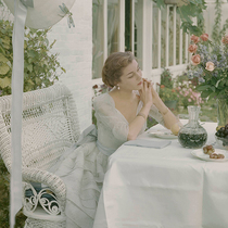 独自参加婚礼并度过美好时光的6个小提示-时尚圈
