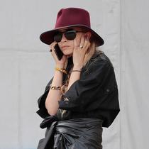 奧爾森雙胞胎姐妹4次掌握了極簡主義穿搭 -時尚圈