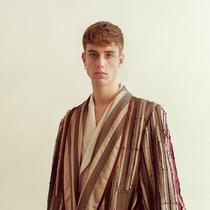 莎拉?伯頓向時尚畢業生贈送亞歷山大?麥昆的面料-時尚圈
