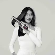 包包里的時髦法寶再添一員 隨時隨地掌控美麗 擁有無繩模式的戴森美發直發器全面開啟預售-品牌新聞