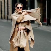 天冷了,来条大围巾披在肩上温暖又时髦!-时尚街拍