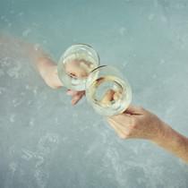 """葡萄酒現已成為""""純凈""""運動中的一員,但這對我們的皮膚而言意味著什么?-美食"""