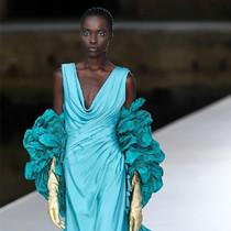 在Valentino高定,和最夢幻最藝術的裙子相遇-趨勢報告