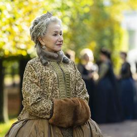 来见见最新热门皇家系列剧《凯瑟琳大帝》(Catherine the Great)幕后的服装设计师