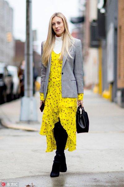 开春最受宠的是什么?那就是人手必备的印花裙