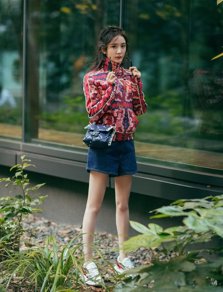 Valentino品牌大使张艺兴与中国著名女星杨幂分别演绎Valentino的迷